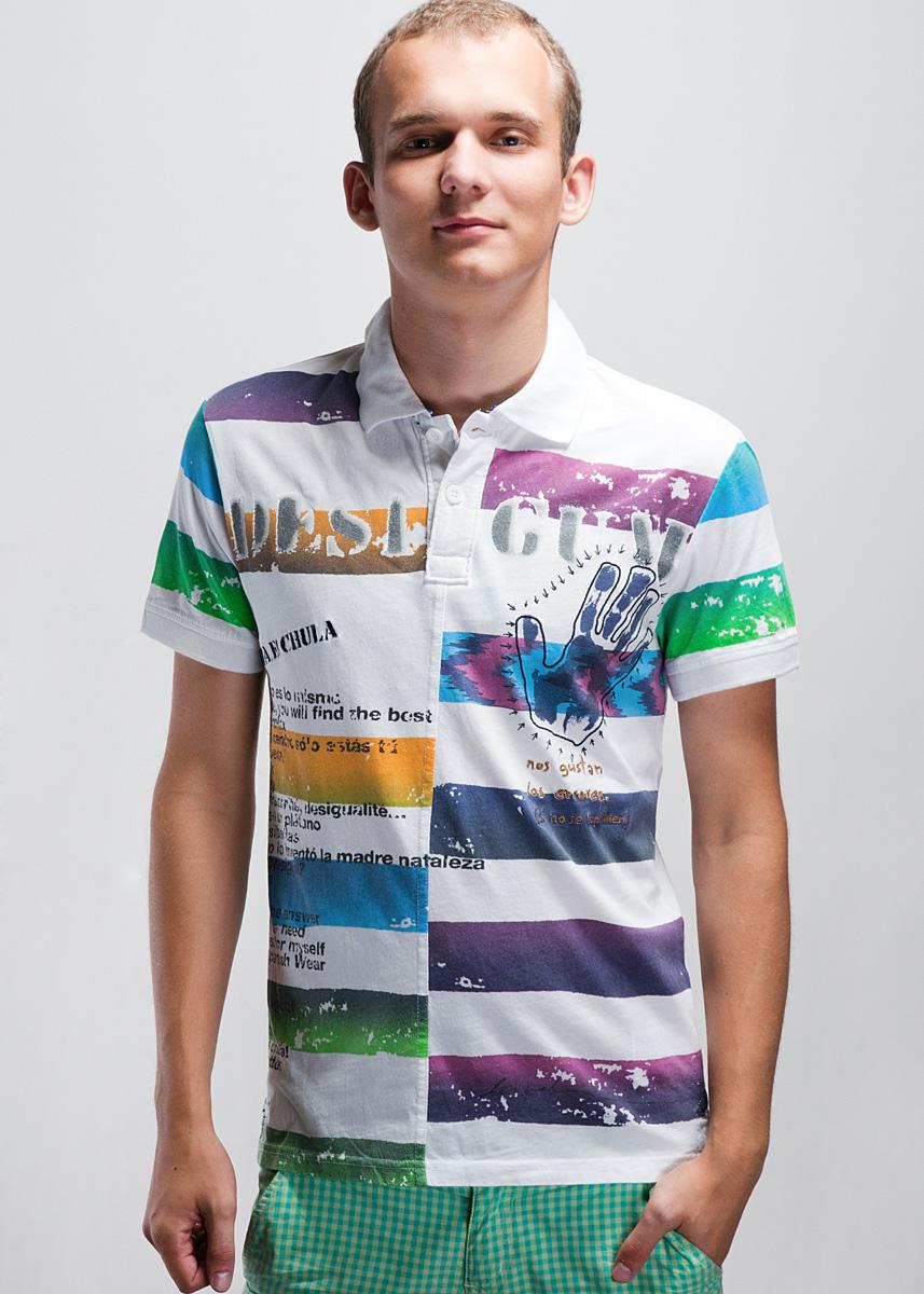 Футболка-поло мужская. 32L172132L1721Футболка-поло - универсальный элемент мужского гардероба, который сочетается практически со всеми стилями одежды. Модель выполнена из хлопкового трикотажа, мягкая и приятная на ощупь. Гармоничное сочетание полос различной ширины и цветов выделяют модель из ряда подобных. Узкие манжеты на коротких рукавах и отложной воротничок изготовлены из эластичной трикотажной резинки. Застегивается на 2 пуговицы. Заднее полотнище немного длиннее, по бокам расположены небольшие разрезики. Стильная футболка-поло отлично подходит для отдыха, вечерних прогулок и неофициальных встреч.