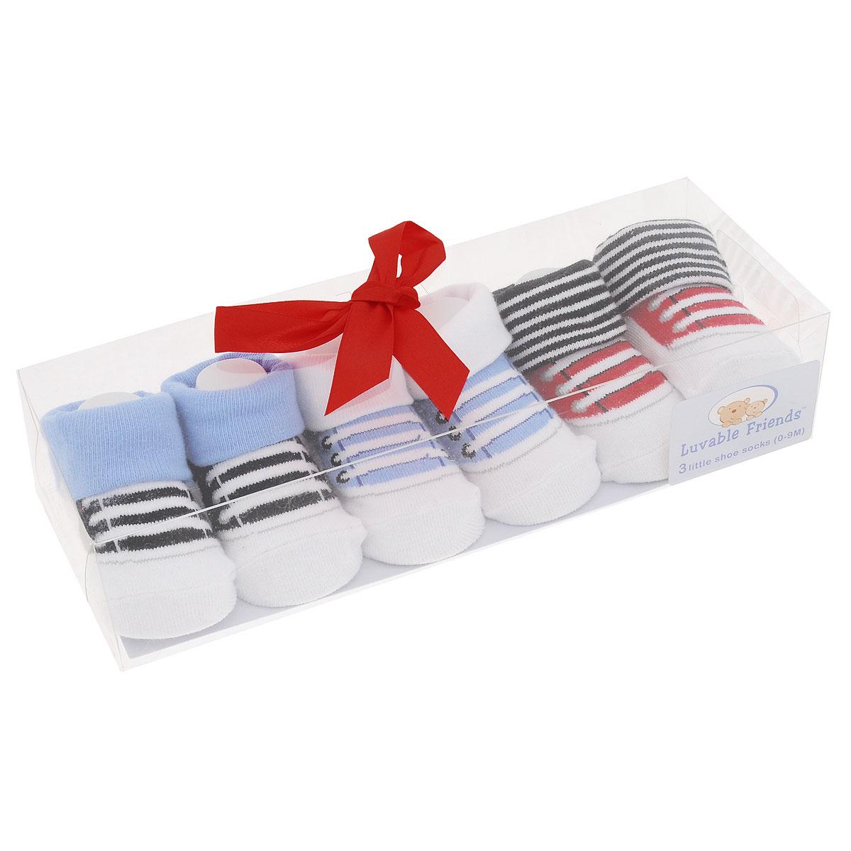 Носки07112Комфортные, прочные и красивые детские носки Luvable Friends с отворотами очень мягкие на ощупь, а широкая резинка плотно облегает ножку ребенка, не сдавливая ее, благодаря чему малышу будет комфортно и удобно. Подарочный комплект состоит из трех пар разноцветных носочков с оригинальным принтом. Носочки упакованы в красивую подарочную прозрачную коробку с яркой лентой.
