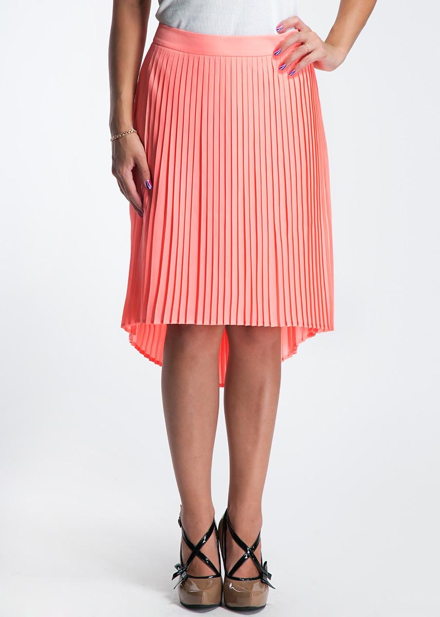 Юбка81.304.78.4073Модная юбка, изготовленная из высококачественного материала, очень мягкая на ощупь, не раздражает даже самую нежную и чувствительную кожу и хорошо вентилируется. Модель с различной длиной подола, декорирована крупными складками. Юбка застегивается сзади на молнию. В таком наряде вы, безусловно, привлечете восхищенные взгляды окружающих.