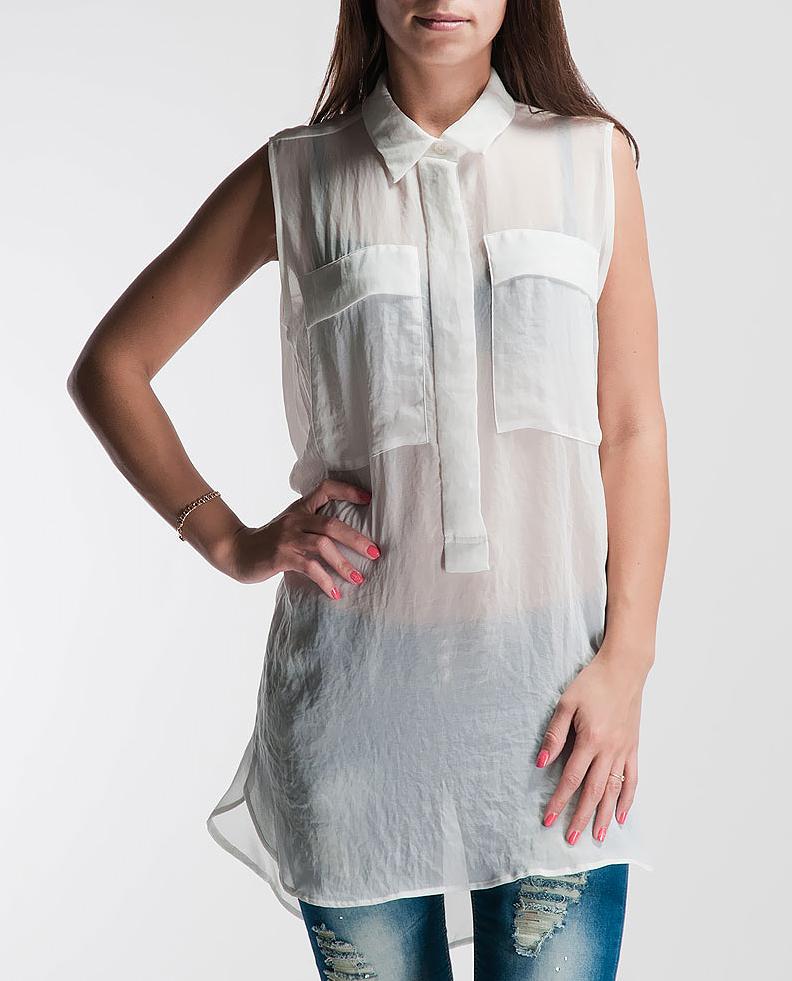 Блуза женская. 13352404191335240419_15439Стильная женская блуза Turnover выполнена из высококачественного материала. Удлиненная модель с отложным воротником застегивается на пуговицы. Блуза дополнена на груди двумя накладными карманами. Такая модель будет дарить вам комфорт в течение всего дня и послужит замечательным дополнением к вашему гардеробу.