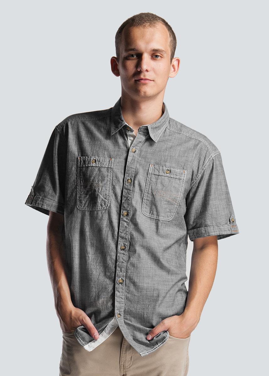 Рубашка2-25182 BLUEСтильная мужская рубашка SHINE, изготовленная из натурального хлопка, необычайно мягкая и приятная на ощупь, не сковывает движения и позволяет коже дышать, не раздражает даже самую нежную и чувствительную кожу, обеспечивая наибольший комфорт. Модная рубашка, приталенного кроя с отложным воротником с закругленной линией низа. Застегивается на пуговицы по всей длине. На груди расположены два накладных кармана, застегивающимися на пуговицы. На манжетах расположены декоративные хлястики. Эта рубашка идеальный вариант как для повседневного, так и для вечернего гардероба. Такая модель порадует настоящих ценителей комфорта и практичности!