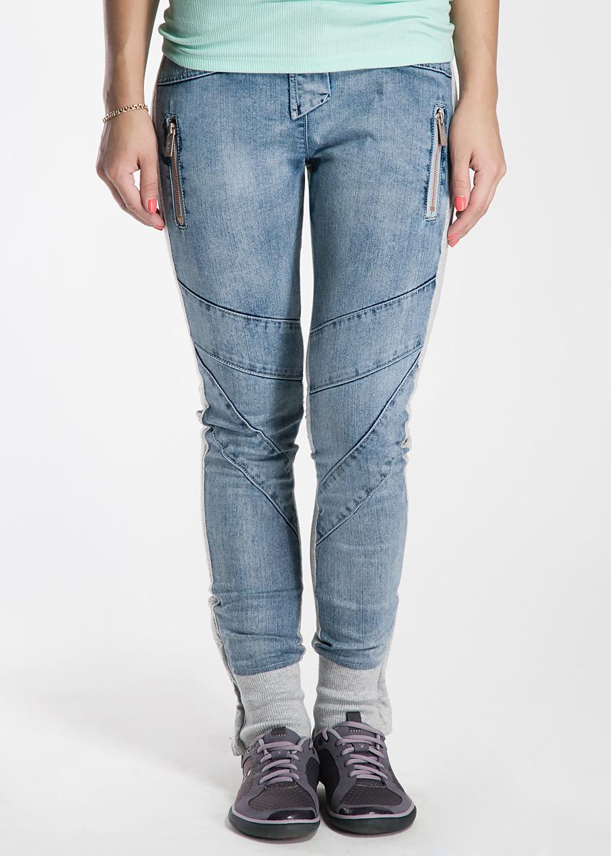 Брюки женские. RDP_307212015RDP_307212015Спортивные женские брюки изготовлены из хлопка, с добавлением эластана. Они не сковывают движения, позволяют коже дышать и при этом очень практичные. Брюки спереди оформлены джинсовой тканью и дополнены двумя вертикальными карманами на молнии, сзади расположены фальш-карманы. Модель с поясом на резинке, застегивается на молнию и кнопку. Низ брючин так же дополнен вставкой из резинки и молнии. Эти оригинальные брюки послужат отличным дополнением к вашему гардеробу! Отличный вариант как для прогулок, так и для активного отдыха.