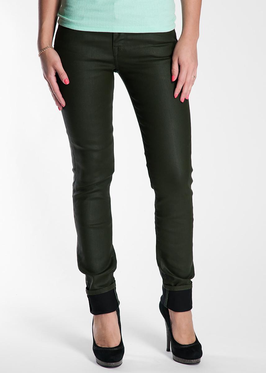Джинсы женские Scarlett. L526L526IFRNСтильные женские джинсы Lee Scarlett - джинсы высочайшего качества, которые прекрасно сидят. Джинсы Lee созданы специально для того, чтобы подчеркивать достоинства вашей фигуры. Узкая по ноге модель и зауженный к низу крой, джинсы средней посадки - отличный выбор для создания динамичного городского образа. Застегиваются джинсы на пуговицу и ширинку на застежке-молнии, имеются шлевки для ремня. Спереди модель оформлены двумя втачными карманами и одним небольшим секретным кармашком, а сзади - двумя накладными карманами. Эти модные и в тоже время комфортные джинсы послужат отличным дополнением к вашему гардеробу. В них вы всегда будете чувствовать себя уютно и комфортно.