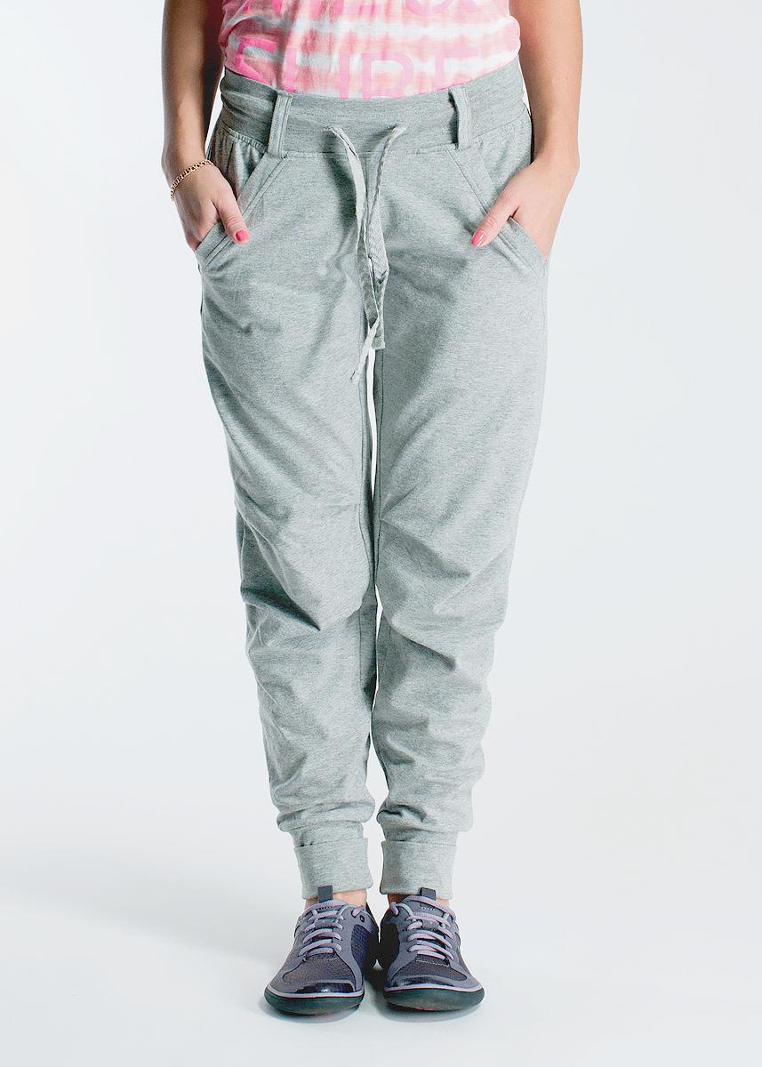 Брюки женские. 3851438514Стильные женские брюки Freddy, изготовленные из высококачественного материала, прекрасно подойдут как для прогулок, так и для занятий спортом. Модель свободного кроя с широкой резинкой на поясе завязывается на шнурки. Снизу брючины утягиваются с помощью резинок. Спереди брюк расположены два кармана. В таких брюках вы будете чувствовать себя комфортно в течение всего дня.