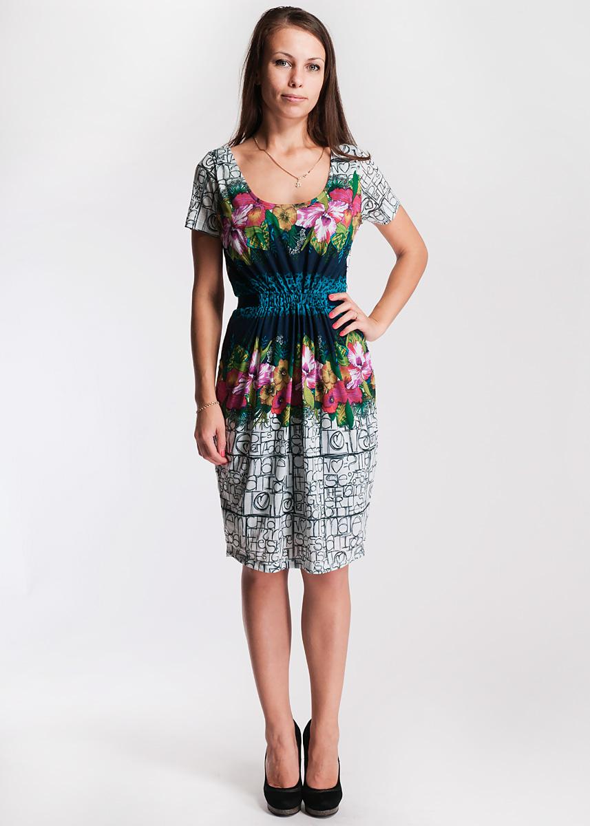 31v2115Очаровательное платье Desigual приталенного силуэта выполнено из высококачественного материала. Модель с округлым вырезом горловины и короткими рукавами выразительно подчеркнет женственность и красоту вашей фигуры. Платье оформлено цветочным принтом, имеет широкую резинку на талии и атласные завязки, а также дополнено подкладом.