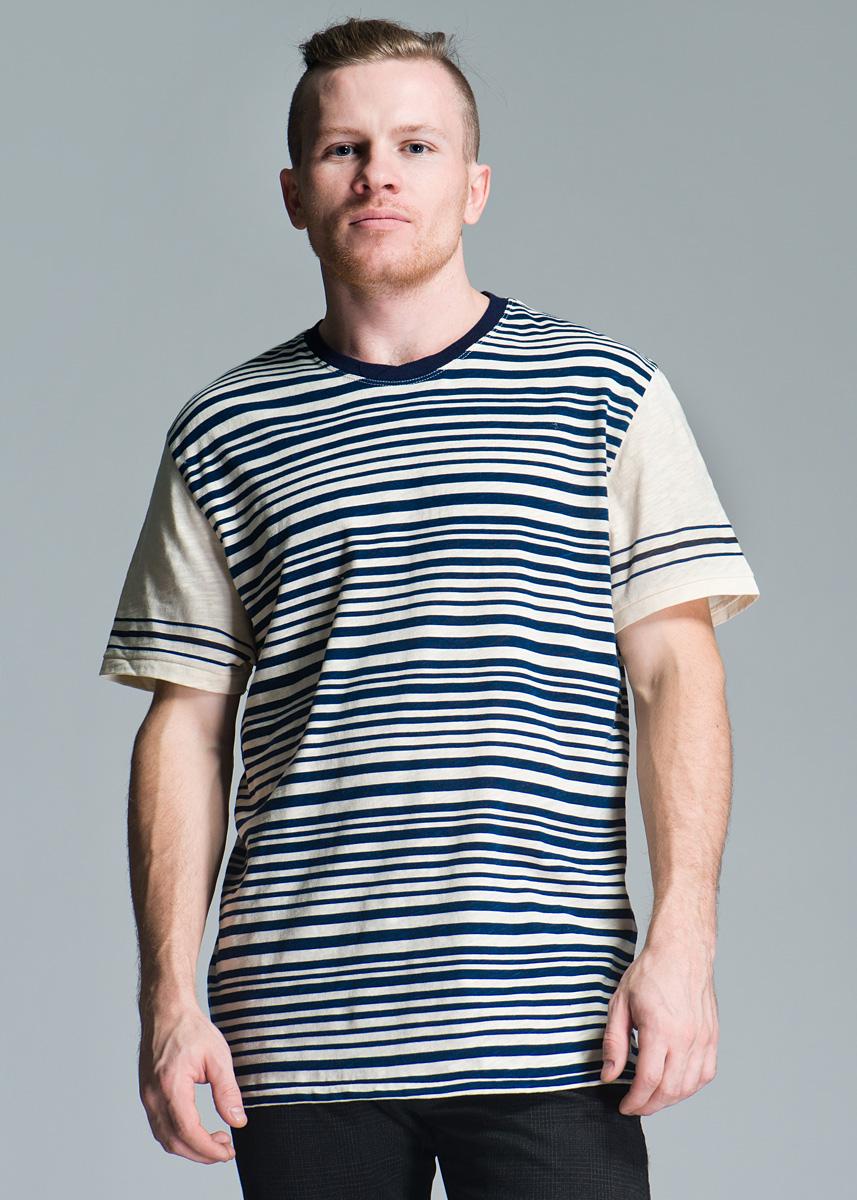 Футболка мужская. STRIPEL808AB37Мужская футболка Lee с короткими рукавами и горловиной круглой формы выполнена из высококачественного хлопка, необычайно мягкая и приятная на ощупь, не сковывает движения и позволяет коже дышать. Футболка оформлена полосатым принтом. Такая футболка отлично дополнит ваш образ и позволит выделиться из толпы.