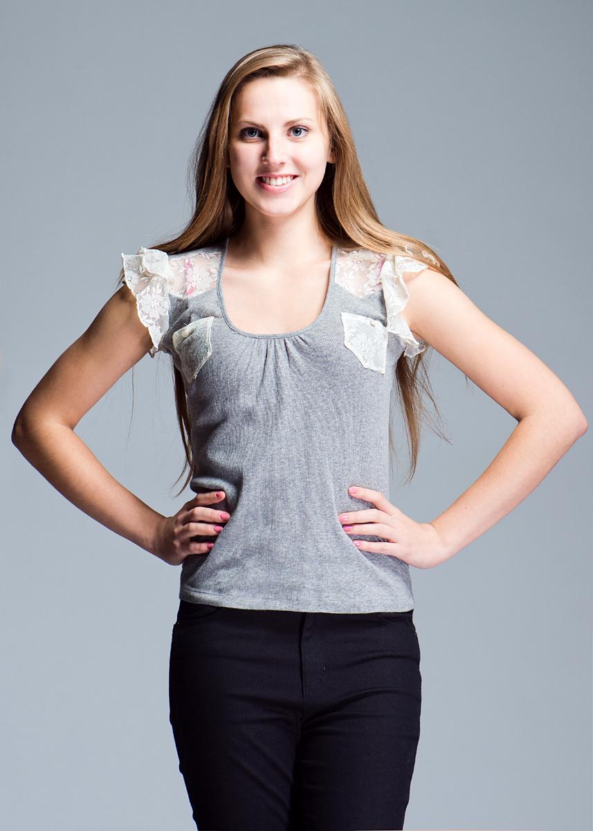 Футболка женская. 12DMT002512DMT0025 J105MСтильная женская футболка Nolita, изготовленная из хлопка с добавлением полиамида, не сковывает движений, обеспечивая наибольший комфорт. Рукава-крылышки и кармашки на груди выполнены из изящного тонкого кружева. Модель сзади на плече оформлена небольшим металлическим элементом в виде логотипа фирмы. Такая замечательная футболка станет как отличным украшением гардероба, так и восхитительным подарком. В ней вы всегда будете в центре внимания!