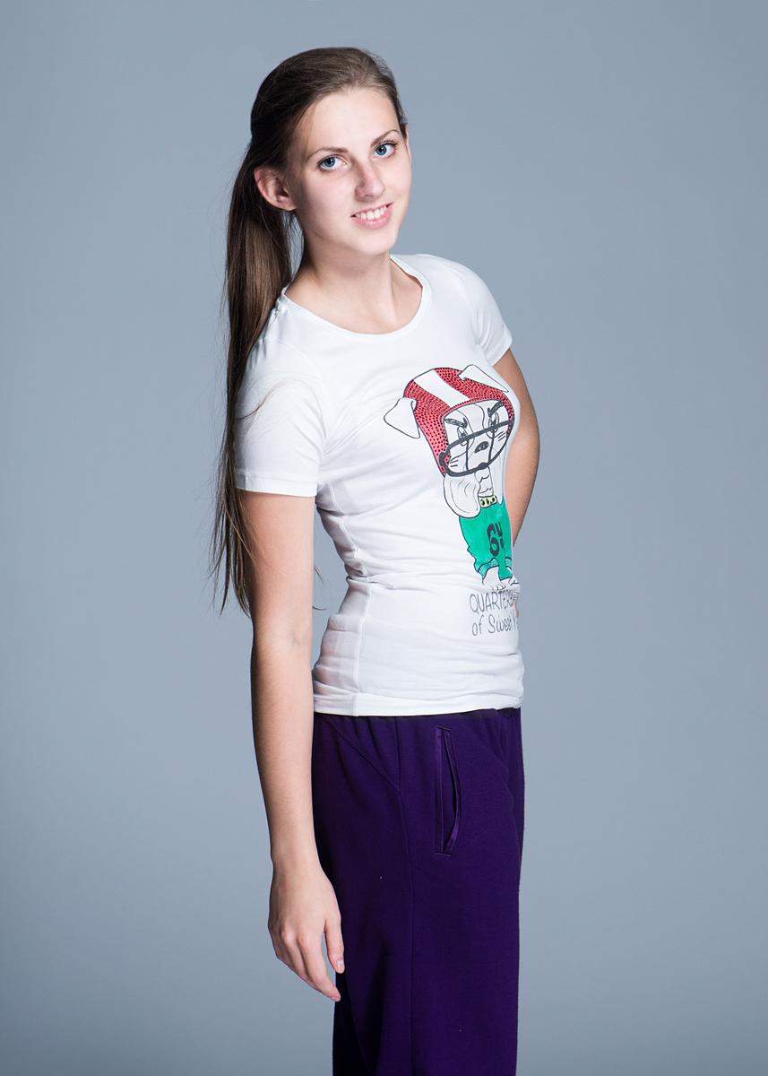 Футболка13ESY16129Стильная футболка, изготовленная из хлопка, с добавлением эластана, приятная на ощупь, не сковывает движения и позволяет коже дышать, не раздражает даже самую нежную и чувствительную кожу, обеспечивая наибольший комфорт. Модель с короткими рукавами, круглым вырезом горловины. На груди модель оформлена принтом в виде собаки, декорирована стразами и блестками. Эта модная и в тоже время элегантная футболка послужит отличным дополнением к вашему гардеробу, она станет главной составляющей вашего стиля. В ней вы всегда будете чувствовать себя уютно и комфортно.