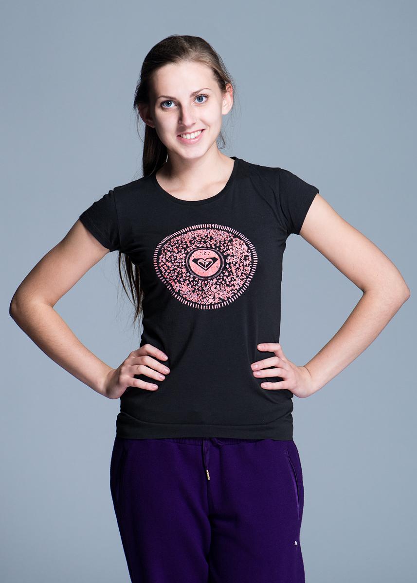 Футболка женская. Tunic Sheer GreenWTWJE652-KTA0Стильная женская футболка Roxy, выполненная из высококачественного материала, обладает высокой теплопроводностью, воздухопроницаемостью и гигроскопичностью, позволяет коже дышать. Модель с короткими рукавами и круглым вырезом горловины оформлена оригинальным принтом. Идеальный вариант для тех, кто ценит комфорт и качество.