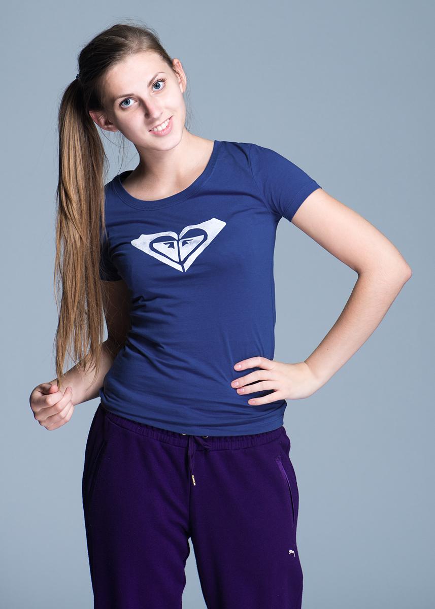 Футболка женская Winter Brights TeeWTWJE601-BNF0Стильная женская футболка Roxy, выполненная из высококачественного материала, обладает высокой теплопроводностью, воздухопроницаемостью и гигроскопичностью, позволяет коже дышать. Модель с короткими рукавами и круглым вырезом горловины оформлена оригинальным принтом. Идеальный вариант для тех, кто ценит комфорт и качество.