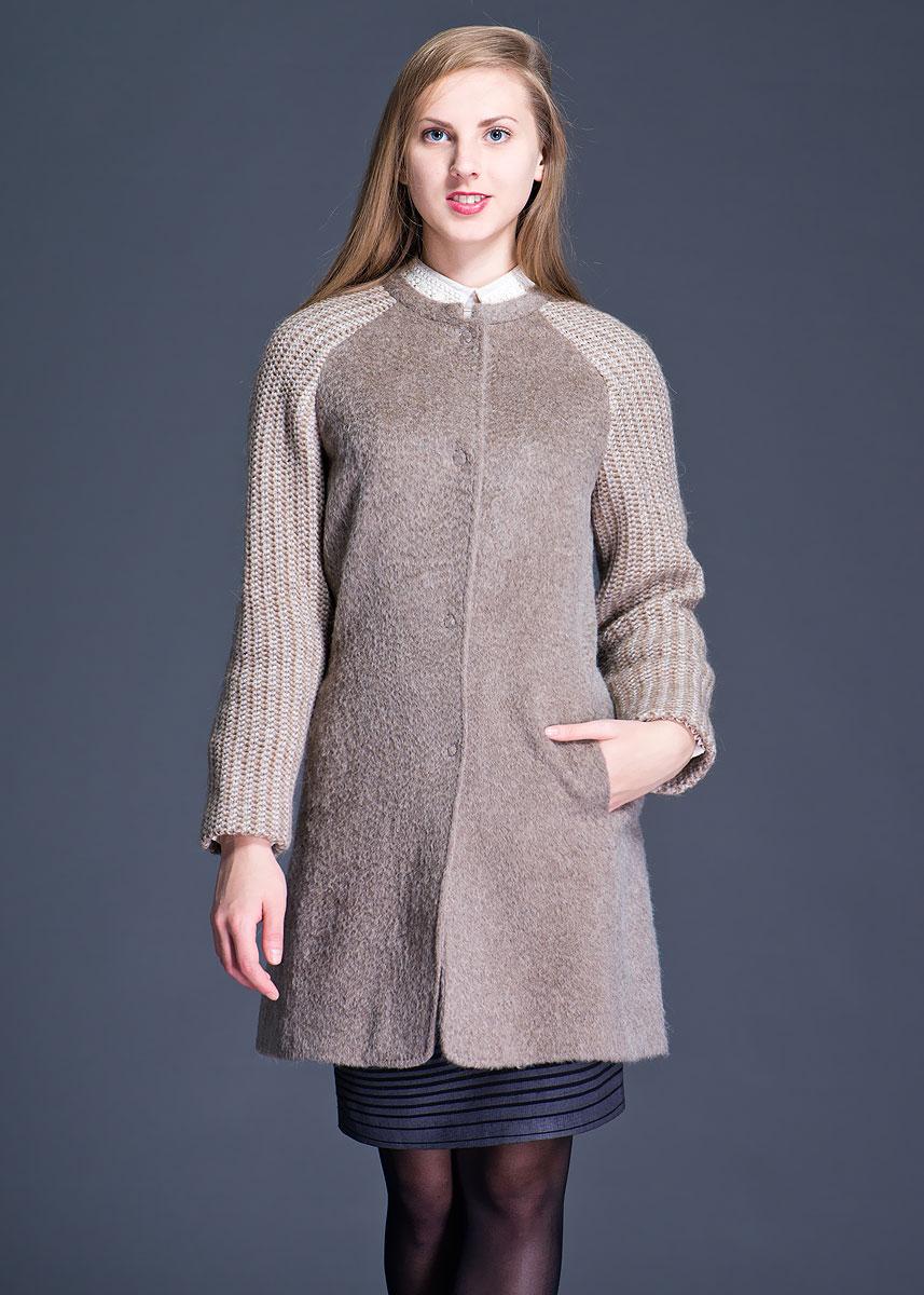 Пальто женское. PW130328021PW130328021Стильное теплое женское пальто Purotatto выполнено из высококачественного материала. Рукава модель оформлены оригинальной толстой вязкой. Пальто застегивается на большие металлические кнопки. Дополнено двумя боковыми карманами. Такая модель послужит замечательным дополнением к вашему гардеробу.