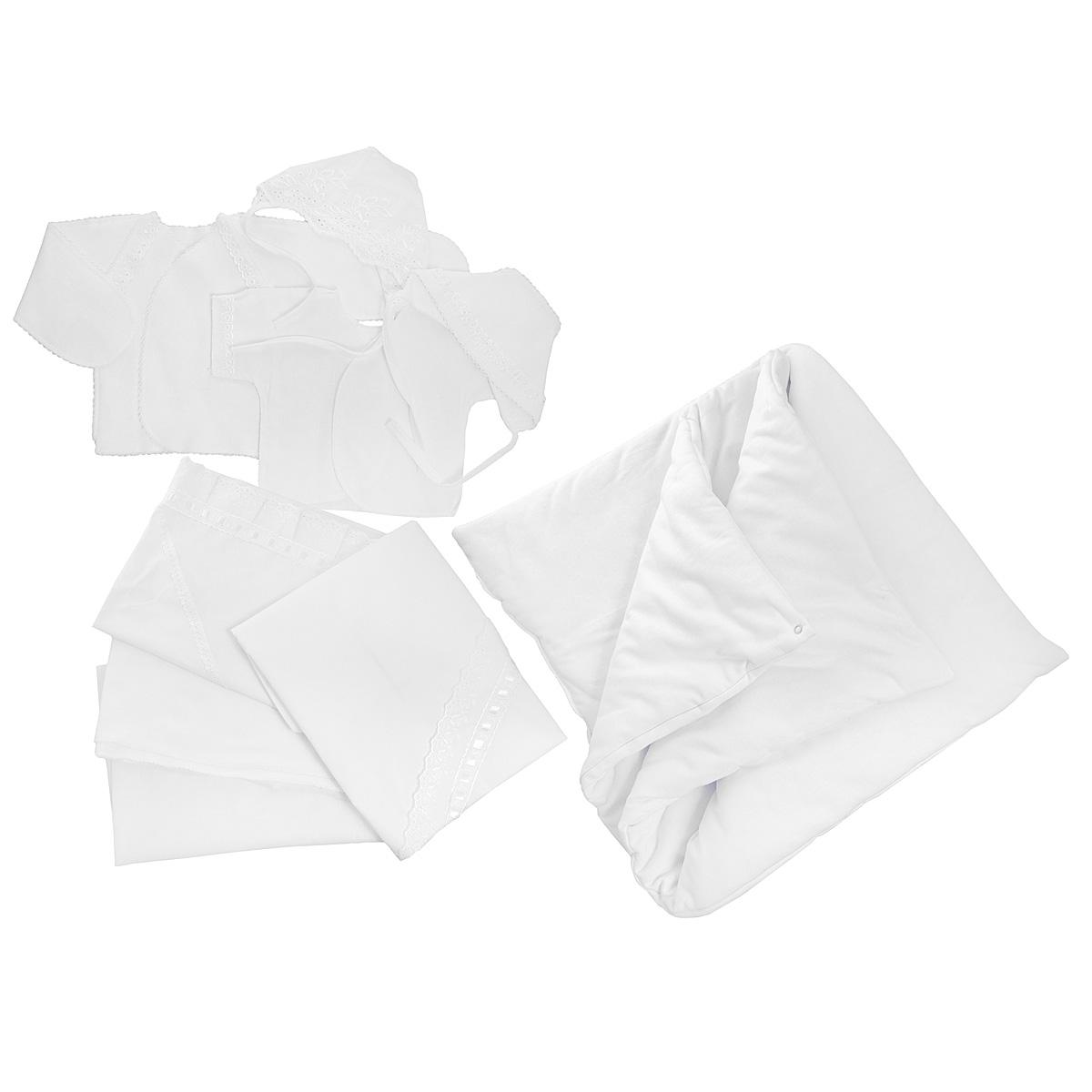 3476Комплект для новорожденного Трон-плюс - это замечательный подарок, который прекрасно подойдет для первых дней жизни ребенка. Комплект состоит из двух распашонок, двух чепчиков, уголка, двух пеленок, пододеяльника и одеяла. Комплект изготовлен из натурального хлопка, благодаря чему он необычайно мягкий и приятный на ощупь, не сковывает движения младенца и позволяет коже дышать, не раздражает даже самую нежную и чувствительную кожу ребенка, обеспечивая ему наибольший комфорт. Легкая распашонка с короткими рукавами выполнена швами наружу. Изделие украшено вышивкой, а рукава декорированы ажурными рюшами и петельками. Теплая распашонка с запахом выполнена швами наружу. Декорирована распашонка ажурными рюшами. А благодаря рукавичкам ребенок не поцарапает себя. Ручки могут быть как открытыми, так и закрытыми. Чепчик защищает еще не заросший родничок, щадит чувствительный слух малыша, прикрывая ушки, и предохраняет от теплопотерь. Комплект содержит два чепчика: один -...