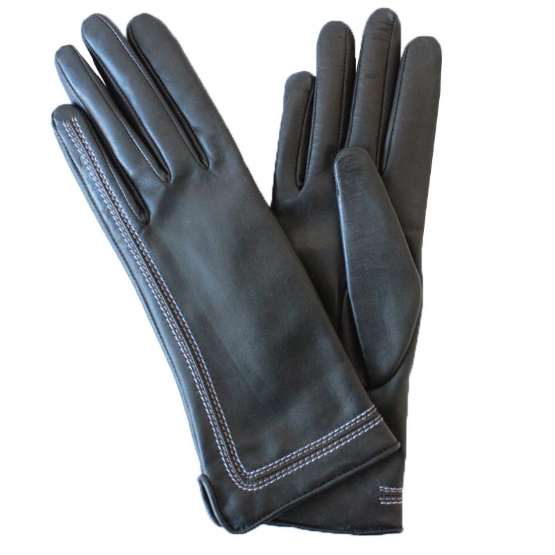 Перчатки женские модель 583а. Э-2L на шерстиЭ-2L_583аСтильные женские перчатки Edmins не только защитят ваши руки от холода, но и станут великолепным украшением. Перчатки выполнены из натуральной кожи ягненка, подкладка - из шерсти. Перчатки с лицевой стороны оформлены декоративными строчками. В настоящее время перчатки являются неотъемлемой принадлежностью одежды, вместе с этим аксессуаром вы обретаете женственность и элегантность. Перчатки станут завершающим и подчеркивающим элементом вашего стиля и неповторимости.