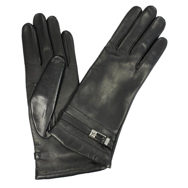 Перчатки женские модель 345. Э-21L на шерстиЭ-21L_345Стильные женские перчатки Edmins не только защитят ваши руки от холода, но и станут великолепным украшением. Перчатки выполнены из натуральной кожи ягненка, подкладка - из шерсти. Манжеты оформлены декоративными ремешками со стразами. В настоящее время перчатки являются неотъемлемой принадлежностью одежды, вместе с этим аксессуаром вы обретаете женственность и элегантность. Перчатки станут завершающим и подчеркивающим элементом вашего стиля и неповторимости.