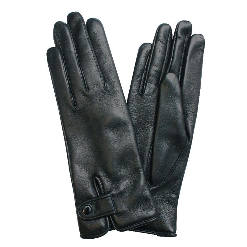 Перчатки женские модель 188д. Э-21L на шерстиЭ-21L_188дСтильные женские перчатки Edmins не только защитят ваши руки от холода, но и станут великолепным украшением. Перчатки выполнены из натуральной кожи ягненка, подкладка - из шерсти. Манжеты оформлены хлястиками на кнопке. В настоящее время перчатки являются неотъемлемой принадлежностью одежды, вместе с этим аксессуаром вы обретаете женственность и элегантность. Перчатки станут завершающим и подчеркивающим элементом вашего стиля и неповторимости.