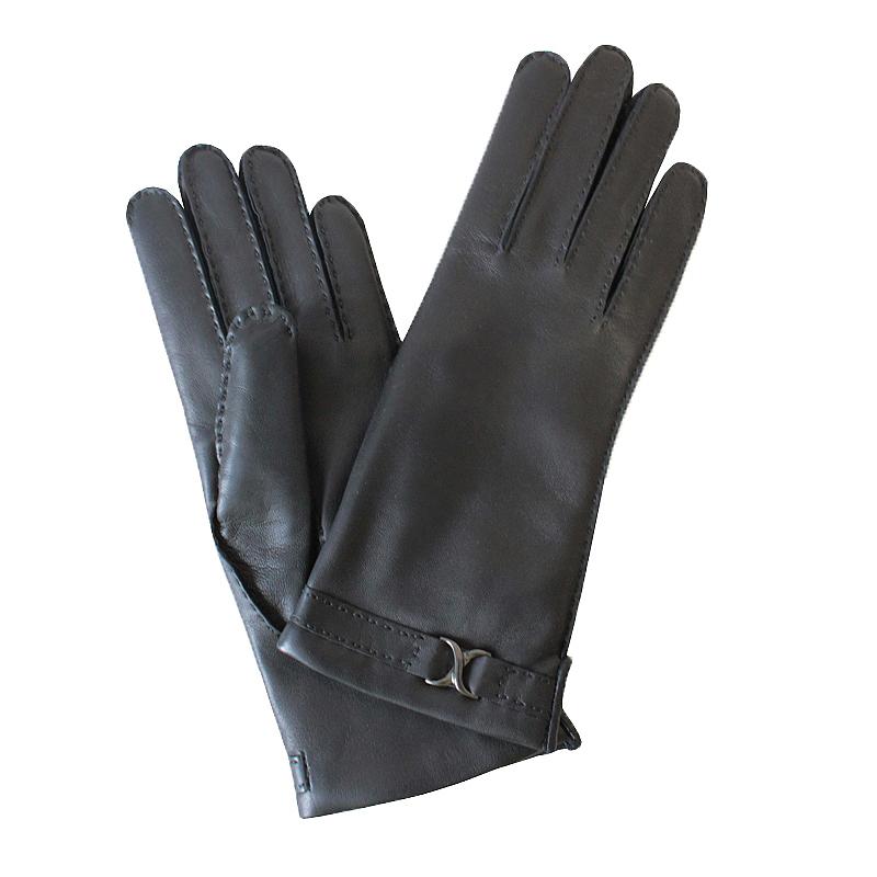 Перчатки женские модель 121. Э-21L на шерстиЭ-21L_121Стильные женские перчатки Edmins не только защитят ваши руки от холода, но и станут великолепным украшением. Перчатки выполнены из натуральной кожи ягненка, подкладка - из шерсти. Лицевая сторона оформлена декоративными стежками и по манжету металлической фигурной пряжкой. В настоящее время перчатки являются неотъемлемой принадлежностью одежды, вместе с этим аксессуаром вы обретаете женственность и элегантность. Перчатки станут завершающим и подчеркивающим элементом вашего стиля и неповторимости.