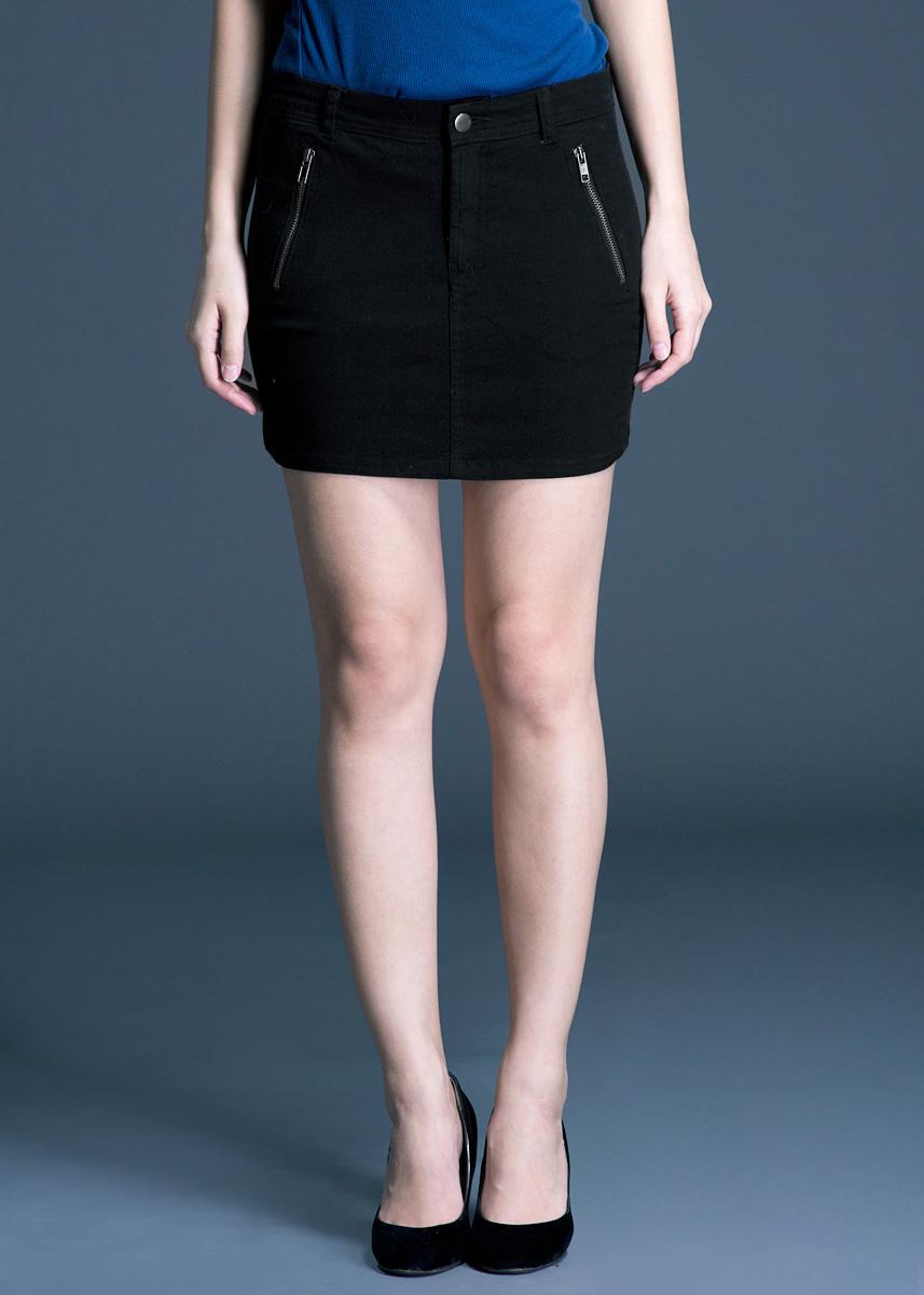 Юбка200152Стильная мини-юбка Blend She прямого кроя, выполненная из хлопка с небольшим добавлением эластана, приятная на ощупь, не сковывает движения и позволяет коже дышать, не раздражает даже самую нежную и чувствительную кожу, обеспечивая наибольший комфорт. Застегивается юбка на металлическую пуговицу и ширинку на застежке-молнии, имеются шлевки для ремня. Спереди модель оформлены двумя втачными карманами на молниях, а сзади - двумя накладными карманами. Эта модная и в тоже время комфортная юбка послужит отличным дополнением к вашему гардеробу, она станет главной составляющей вашего стиля. В ней вы всегда будете чувствовать себя уютно и комфортно!