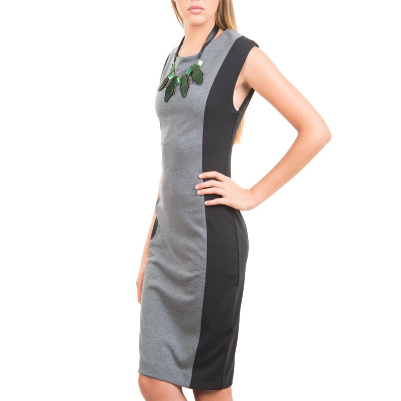ПлатьеDksl-103/324-3308Стильное платье Sela выполнено из плотного трикотажного материала. Платье приталенного силуэта с круглым вырезом горловины, без рукавов отлично подчеркнет женственность и красоту вашей фигуры. Платье застегивается на потайную молнию на спинке. Элегантное платье - для девушки, стремящейся всегда оставаться стильной и яркой.