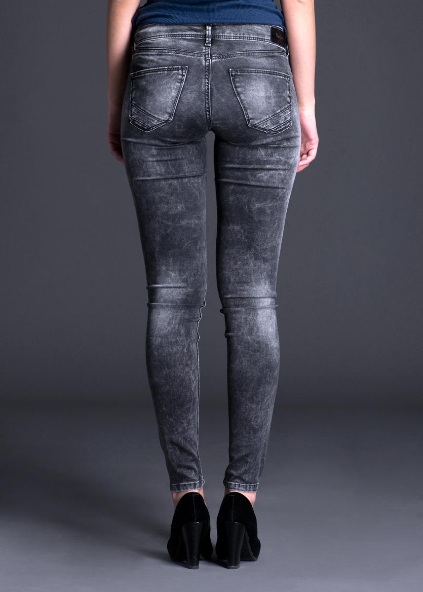 ������ �������. PL2010760 - Pepe JeansPL2010760�������� ������� ������ Pepe Jeans ����������� ��������, ������� ���������� ��� ����, ����� ������������ ����������� ����� ������. ������ ���������� � ���� ���� � ���������� ������� ������ �������� ����������� � ������ ������������ ������. ������������� ������ �� �������� � ������� �� ��������-������, ������� ������ ��� �����. ������� ������ ��������� ����� �������� ��������� � ����� ��������� ��������� ���������, � ����� - ����� ���������� ���������. ��� ������ � � ���� ����� ���������� ������ �������� �������� ����������� � ������ ���������. � ��� �� ������ ������ ����������� ���� ����� � ���������.