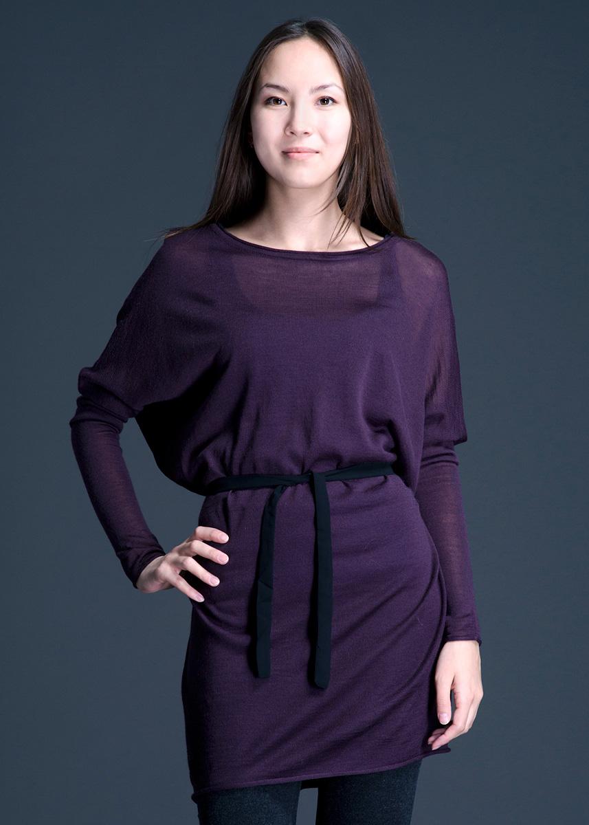 Платье828910-5848Очаровательное женское платье Lavand, выполненное из тонкого трикотажа, обладает воздухопроницаемостью и гигроскопичностью, позволяет коже дышать. Модель свободного кроя с длинными рукавами-кимоно, на талии завязывается на текстильный пояс. Это платье отличный вариант для вашего гардероба и для создания эффектного образа.