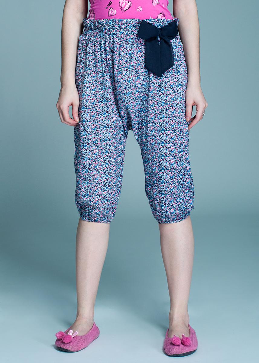 Брюки для дома638_002Стильные женские брюки изготовлены из вискозы. Мягкие и приятные на ощупь. Укороченные брюки в стиле афгани не сковывают движения, обеспечивая наибольший комфорт. Широкий пояс и манжеты дополнены плотной резинкой. На поясе модель декорирована кокетливым бантиком. Эти комфортные брюки послужат отличным дополнением к вашему гардеробу.