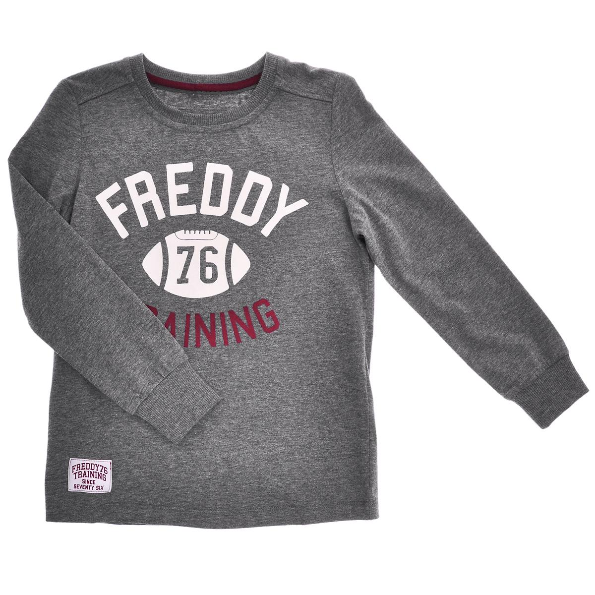 Лонгслив для мальчика. 39726JR - Freddy39726JRСтильный лонгслив для мальчика Freddy идеально подойдет вашему маленькому непоседе в прохладные дни. Изготовленный из высококачественного материала, он необычайно мягкий и приятный на ощупь, не сковывает движения малыша и позволяет коже дышать, не раздражает даже самую нежную и чувствительную кожу ребенка, обеспечивая ему наибольший комфорт. Лонгслив с длинными рукавами и круглым вырезом горловины спереди оформлен бархатистой принтовой надписью в виде логотипа бренда. Рукава дополнены широкими трикотажными манжетами, не стягивающими запястья. Оригинальный современный дизайн и модная расцветка делают этот лонгслив модным и стильным предметом детского гардероба. В нем ваш малыш будет чувствовать себя уютно и комфортно, и всегда будет в центре внимания!