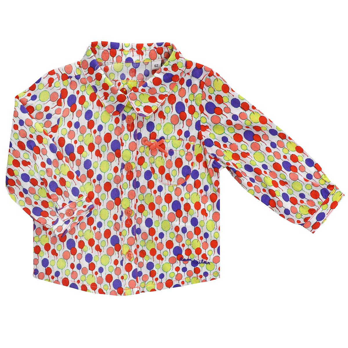 Блуза для девочки. 2018423.00.212018423.00.21Очаровательная блуза для девочки Tom Tailor идеально подойдет вашей малышке. Изготовленная из натурального хлопка, она необычайно мягкая и приятная на ощупь, не сковывает движения малышки и позволяет коже дышать, не раздражает даже самую нежную и чувствительную кожу ребенка, обеспечивая ему наибольший комфорт. Блуза с отложным воротничком и длинными рукавами застегивается на пуговицы. На груди она дополнена накладным кармашком, декорированным бантиком. Рукава понизу дополнены неширокими манжетами на пуговице. Оформлена блузка ярким принтом с изображением воздушных шаров, а также вышитой надписью Tom Tailor. Оригинальный и современный дизайн делает эту блузу модным и стильным предметом детского гардероба. В ней ваша маленькая леди всегда будет в центре внимания!