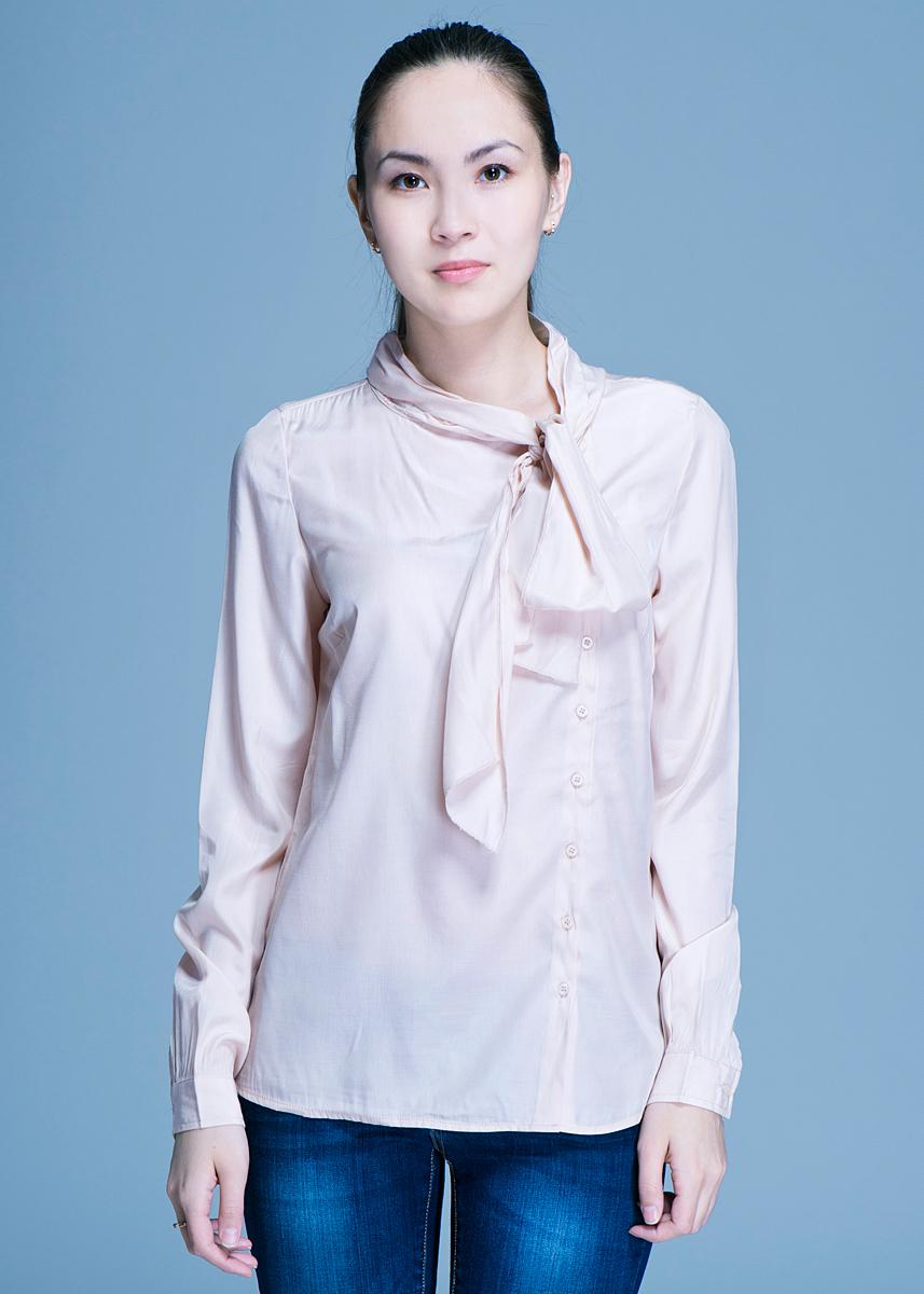 Блузка10150281Очаровательная блуза Broadway, выполненная из высококачественного материала, обладает воздухопроницаемостью и гигроскопичностью, позволяет коже дышать. Модель полуоблегающего кроя, с длинными рукавами и воротником переходящим в бант застегивается на пуговицы. Эта блуза отличный вариант для вашего гардероба и для создания эффектного образа.