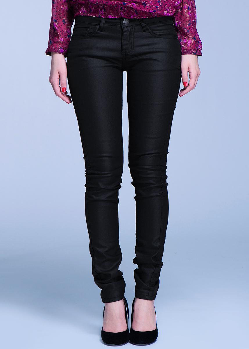 60101017Стильные брюки, изготовленные из хлопка с добавлением полиэстера и эластана, созданы для модных и ярких девушек. Модель, зауженная книзу, с ширинкой на молнии дополнительно застегивается на пуговицу. Брюки дополнены двумя прорезными карманами и скрытым кармашком спереди и двумя накладными карманами сзади. На поясе имеются шлевки для ремня. В этих модных брюках вы будете чувствовать себя уверенно, оставаясь в центре внимания.