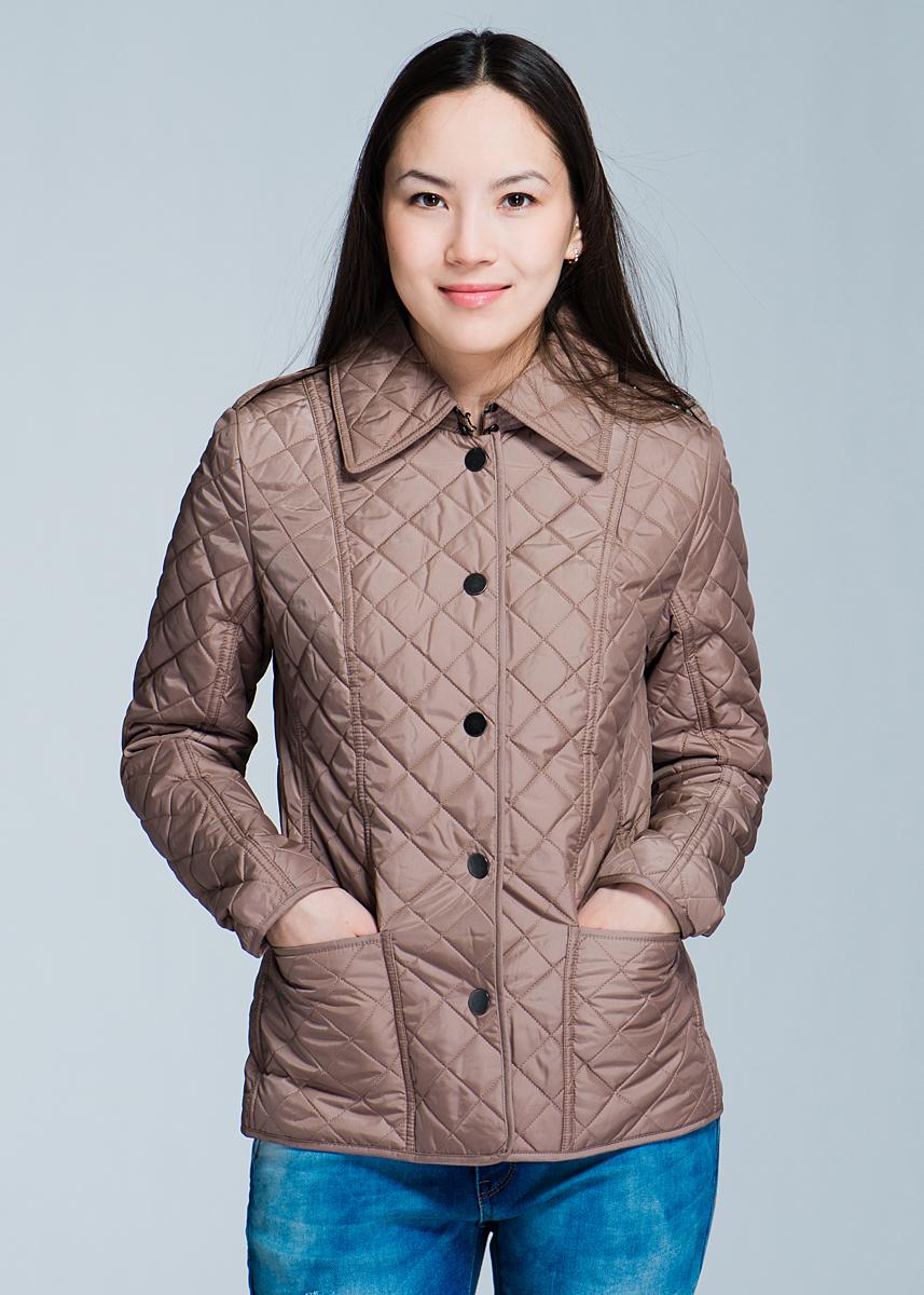Куртка женская. B033503B033503Женская стеганая куртка Baon отлично подойдет для прохладной погоды. Модель прямого кроя, с отложным воротником застегивается на кнопки. Куртка выполнена из полиэстера с утеплителем. Изделие дополнено двумя накладными карманами. На спинке расположены два небольших разреза, застегивающихся на кнопки. Эта модная куртка послужит отличным дополнением к вашему гардеробу!