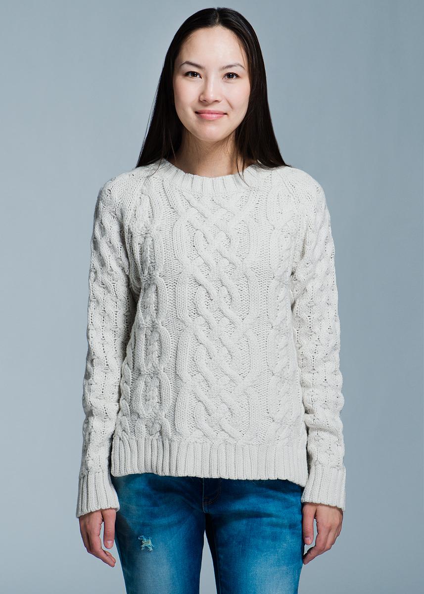 Пуловер женский. 1009601510096015Стильный теплый пуловер Y.A.S. выполнен из нейлона, хлопка и ангоры. Модель с длинными рукавами, связанными регланом, и круглым вырезом. Пуловер крупной вязки дополнен небольшими боковыми разрезами. Манжеты, горловина и нижний край изделия связаны широкой резинкой. Этот замечательный вязаный пуловер - идеальный вариант для создания образа в стиле Casual.