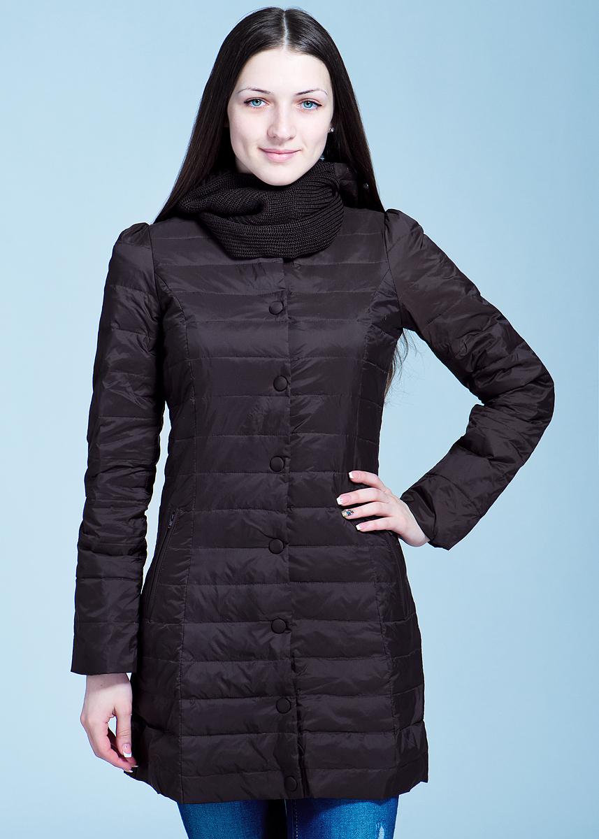 Пуховик женский. B003507B003507Легкое пуховое пальто Baon обязательно защитит вас от всех атмосферных явлений, это необходимый предмет гардероба в межсезонье. Пальто выполнено из полиамида, на подкладке из полиэстера, утеплено наполнителем из пуха и пера. Расклешенное пальто с застежкой на кнопках, по бокам два прорезных кармана на потайной молнии. Приталенный силуэт создается за счет эластичной вставки на спине. Модель дополнена одеваемым самостоятельно снудом с капюшоном, при желании Вы можете снять этот элемент - элегантный округлый вырез горловины подчеркнет грациозность Вашего силуэта. Создайте Ваш стильный образ с помощью этого уютного изделия.