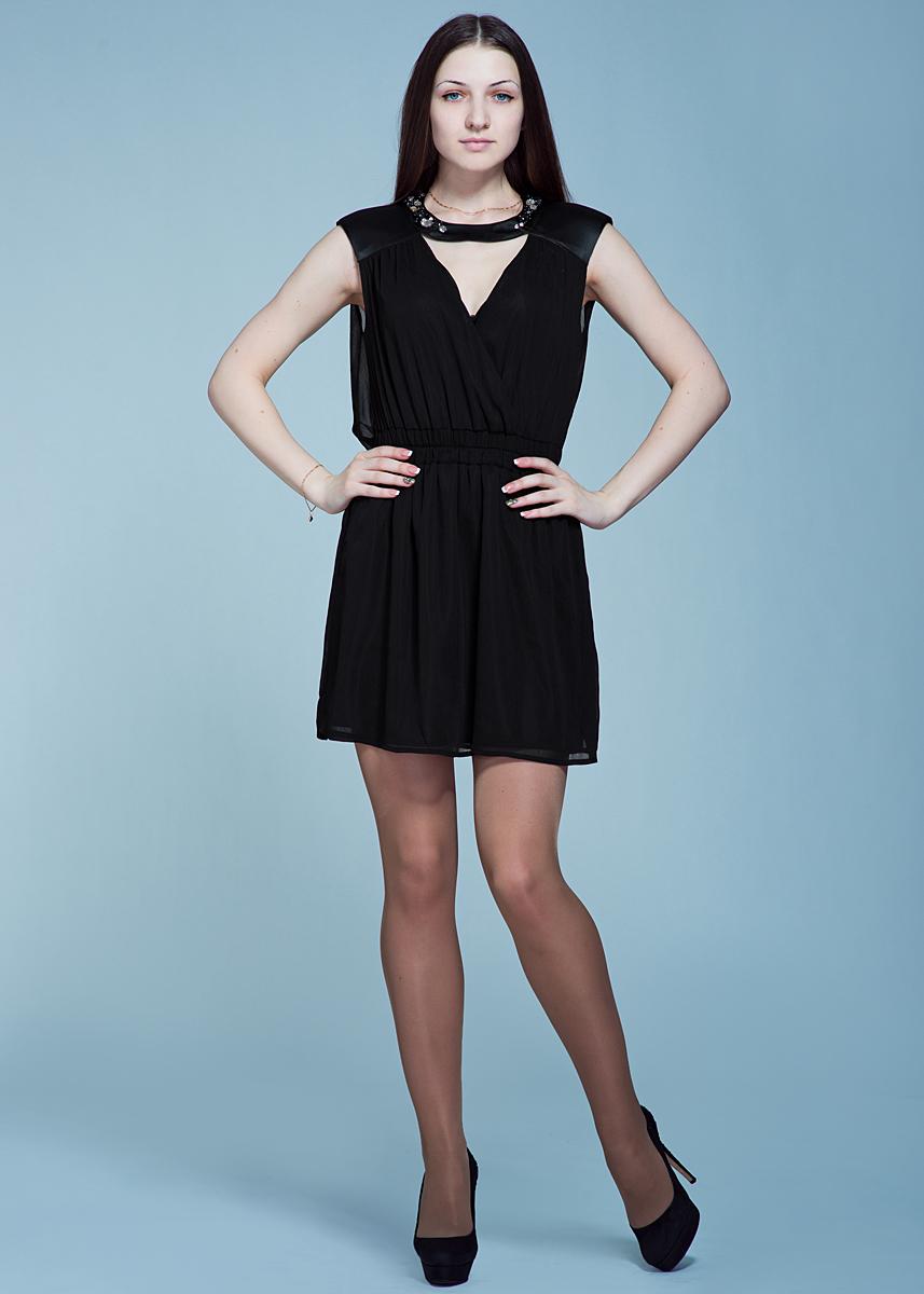 Платье70DVE0447G180Стильное коктейльное платье Met прекрасный выбор для торжественных случаев. Выполнено из тонкой полупрозрачной ткани с подкладкой из полиэстера. Удачный крой с приталенным силуэтом, подчеркнутым широким поясом-резинкой, выигрышно облегает фигуру. Спереди и на спинке расположены V-образные вырезы. Модель по линии выреза декорирована стразами и расшита бусинами. Великолепное решение для вечеринки или свидания.
