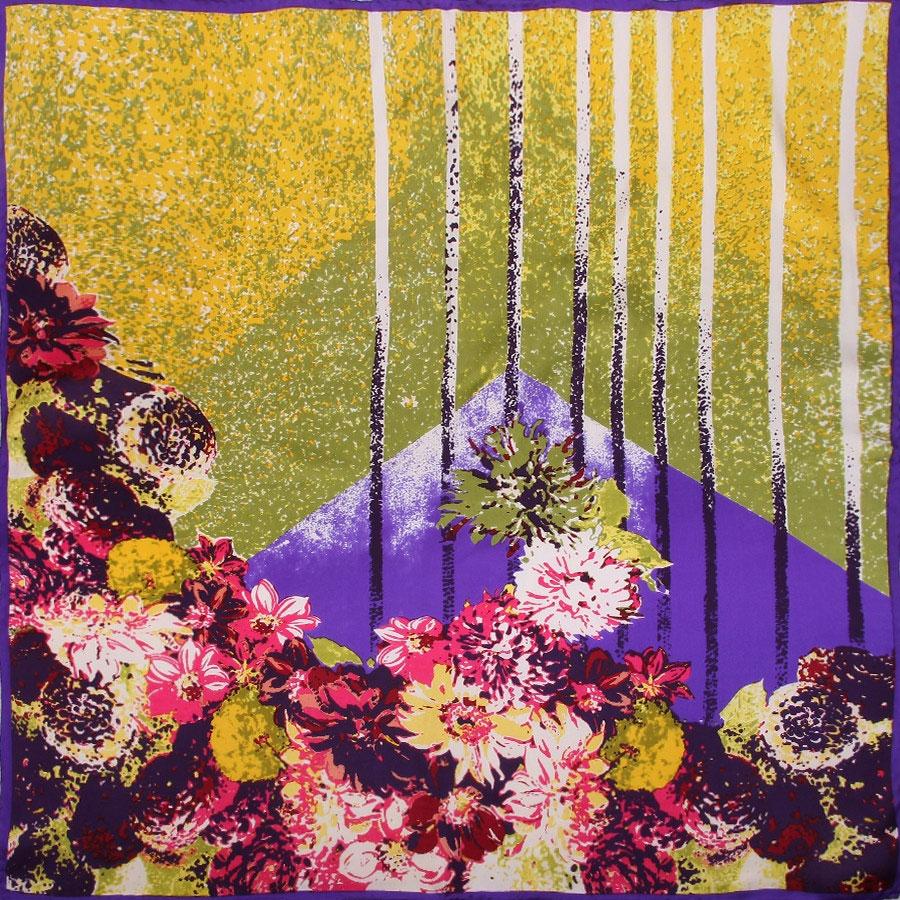 Платок. 18013291801329-5Восхитительный женский платок выполнен из натурального шелка. Мягкая и тонкая ткань прекрасно драпируется и дарит чувство комфорта, а легкий блеск сделает образ роскошным и стильным. Платок с очаровательным цветочным принтом, яркие и насыщенные тона освежат Ваш наряд. Края платка обработаны вручную. Если Вы любите фантазировать и не страшитесь экспериментов с собственным имиджем - попробуйте превратить платок в браслет, головную повязку или легкий аксессуар для дамской сумочки. Правильно подобранный платок делает образ женщины завершенным! Такой аксессуар достойно дополнит Вашу коллекцию платков.