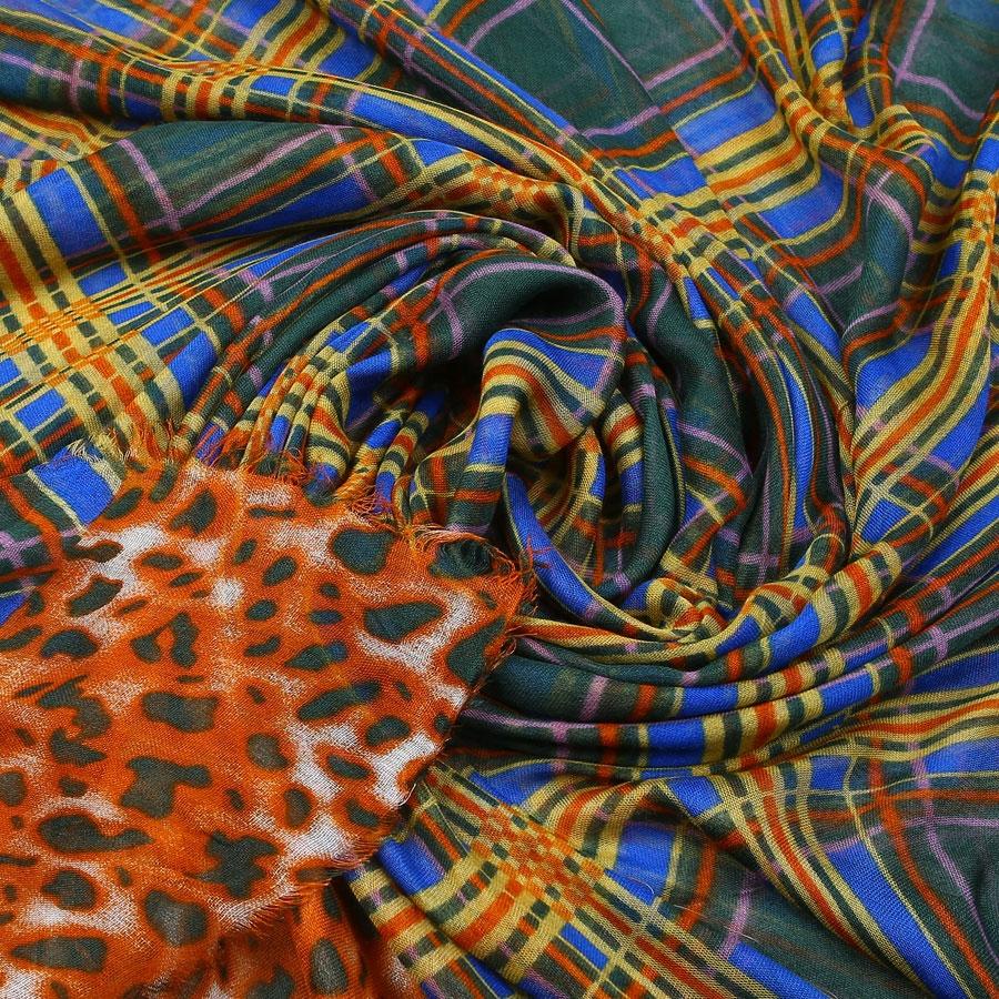 Палантин. 34051123405112-02-01Элегантный палантин Venera, выполненный из модала, станет изысканным, нарядным аксессуаром, который призван подчеркнуть индивидуальность и очарование женщины. Палантин оформлен леопардовым принтом и по краю декорирован бахромой. Этот модный аксессуар женского гардероба гармонично дополнит образ современной женщины, следящей за своим имиджем и стремящейся всегда оставаться стильной и элегантной. В этом палантине вы всегда будете выглядеть женственной и привлекательной.
