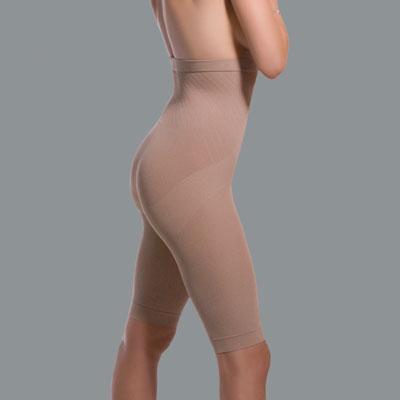 Антицеллюлитные бермуды Scala 80 с завышенной талией. 66366636Леггинсы имеют плотность 80 ден, что приближается к плотности колготок. Легкие, комфортные и матовые, эти леггинсы можно надевать под одежду или носить как самостоятельный предмет гардероба (даже на голое тело). Активные Био Кристаллы работают над улучшением тургора кожи и активно борются с целлюлитом, даже при полном отсутствии физической нагрузки и упражнений. Инновационная ткань обменивается с клеткой информацией на привычных нашему организму инфракрасных частотах, стимулирует кровообращение, способствует выводу жидкости и потере объема. Леггинсы можно носить днем или во время сна. В клинических испытаниях было зафиксировано сокращение объемов бедер и ягодиц до 12 см! Свойства Активных Био Кристаллов не исчезают при многократных стирках. Секрет Scala в действии активных биокристаллов, содержащихся в волокне этого чудо-белья. Их взаимодействие с кожей на проблемных участках тела создает мощный лимфодренажный эффект, ускоряет обменные процессы и улучшает...