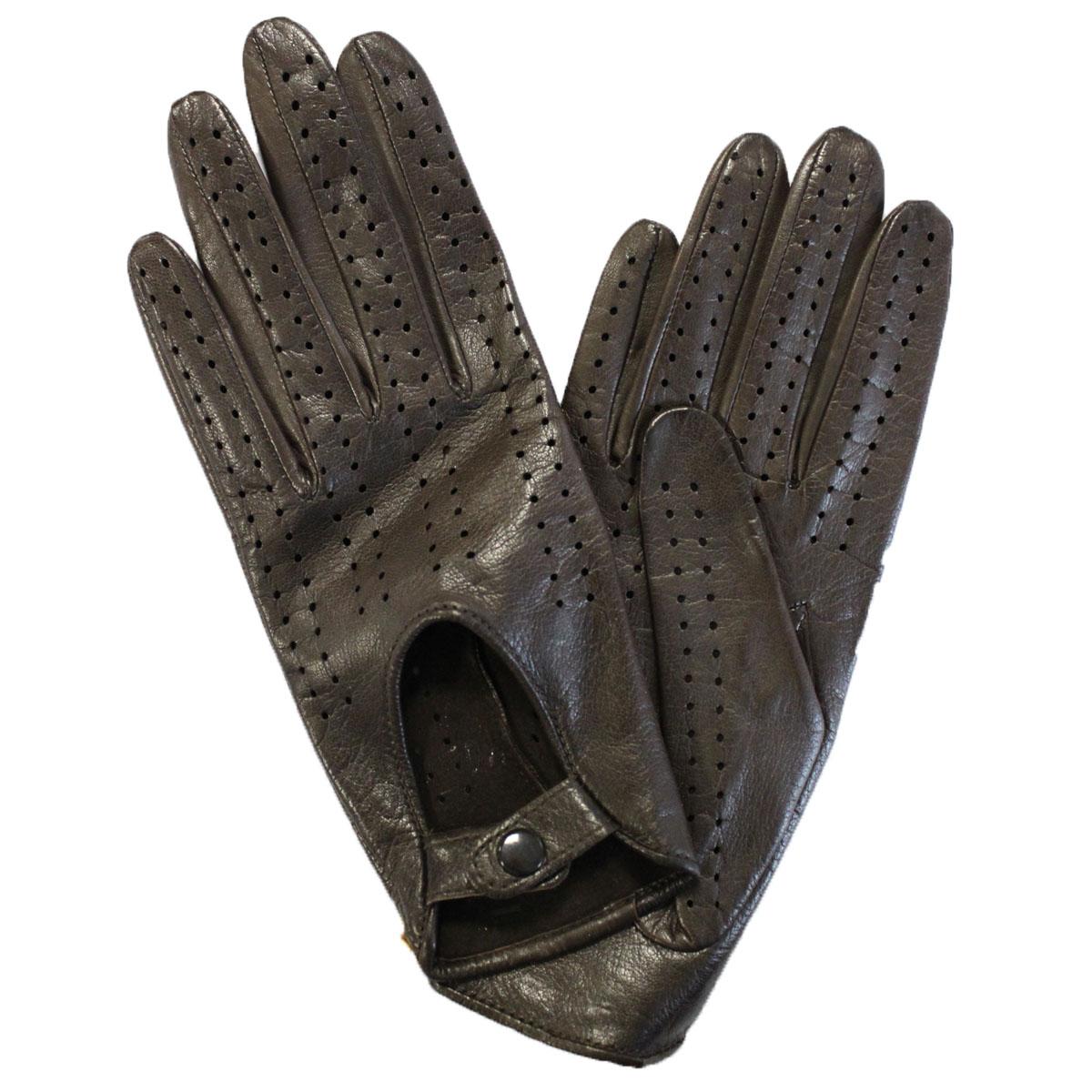 Э-20L_242Стильные перчатки Edmins без подкладки выполнены из мягкой и приятной на ощупь натуральной кожи ягненка. Такие перчатки станут отличным дополнением к вашему образу. На внешней стороне перчатки сделана выемка, которая застегивается на кнопку. Вся поверхность перчатки декорирована перфорацией.