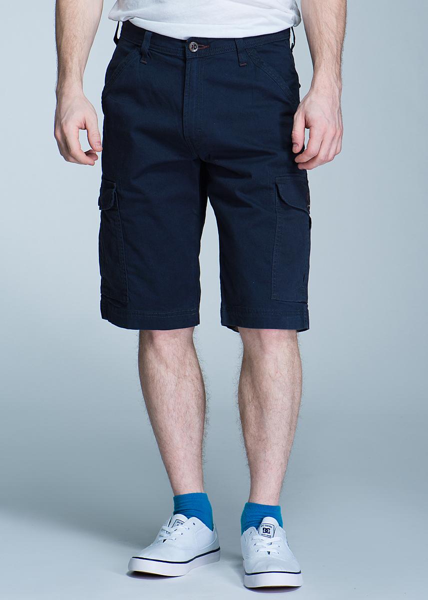 ШортыW15CP8114Стильные мужские джинсы Wrangler New Cargo - джинсы высочайшего качества на каждый день, которые прекрасно сидят. Модель прямого кроя и средней посадки изготовлены из высококачественного материала, не сковывают движения. Застегиваются шорты на пуговицу в поясе и ширинку на застежке-молнии, имеются шлевки для ремня. Спереди модель оформлены двумя втачными карманами с косыми срезами, а сзади - двумя втачными карманами с клапанами на пуговицах. Также есть два больших боковых кармана с клапанами на пуговицах. Эти модные и в тоже время комфортные шорты послужат отличным дополнением к вашему гардеробу. В них вы всегда будете чувствовать себя уютно и комфортно.
