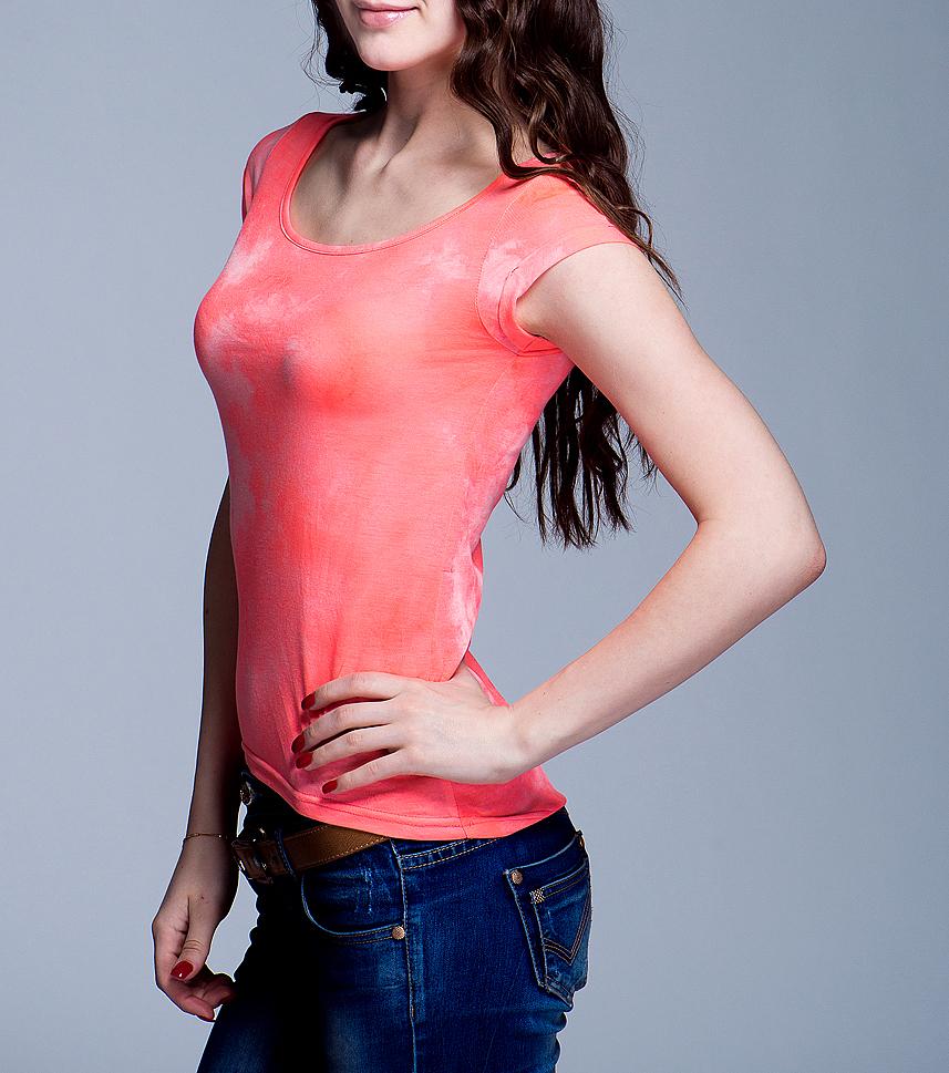 Футболка200674Симпатичная женская футболка Blend She, выполненная из высококачественного материала, обладает высокой теплопроводностью, воздухопроницаемостью и гигроскопичностью, позволяет коже дышать. Модель прямого кроя с короткими рукавами и круглым вырезом горловины - идеальный вариант для создания образа в стиле Casual. Такая модель будет дарить вам комфорт в течение всего дня и послужит замечательным дополнением к вашему гардеробу.