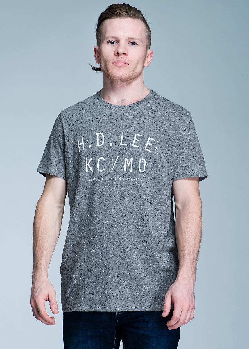 Футболка мужская. Neppy Hd Lee TeeL60XDF38Стильная мужская футболка Lee, изготовленная из высококачественного хлопка и полиэстера, не сковывает движений, обеспечивая наибольший комфорт. Модель с короткими рукавами и круглым вырезом горловины оформлена спереди принтовой надписью. Такая футболка отлично дополнит ваш образ и позволит выделиться из толпы.