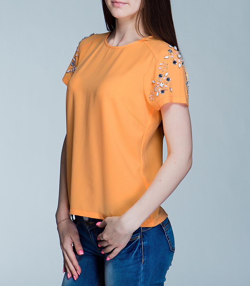 PL301177Нежная блуза внесет яркий акцент в ваш образ, придав ему индивидуального шарма. Изготовлена из легкой ткани. Модель свободного кроя с округлой горловиной и короткими рукавами-реглан. На спинкезастегивается на металлическую молнию. Плечи и рукава декорированы стразами и бусинами. Эта стильная блуза станет прекрасным выбором для офиса или просто встреч с друзьями.