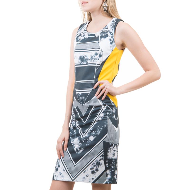 Платье. Dksl-117/017-413Dksl-117/017-413Стильное платье SELA, выполненное из высококачественного материала, - находка для современной женщины, желающей выглядеть стильно и модно. Платье приталенного кроя, без рукавов, с круглым вырезом горловины будет отлично на вас смотреться. Сбоку модель застегивается на потайную застежку-молнию. Такая модель, несомненно, вам понравится и послужит отличным дополнением к вашему гардеробу.