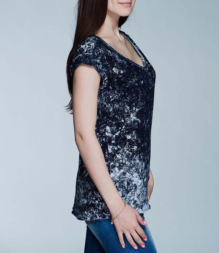 Футболка женская. 6010109960101099 50E-blueprint/000Симпатичная женская футболка Broadway, выполненная из высококачественного материала, - находка для современной женщины, желающей выглядеть стильно и модно. Модель свободного кроя с удобным округлым вырезом горловины и короткими рукавами. Такая модель, несомненно, вам понравится и послужит отличным дополнением к вашему гардеробу.