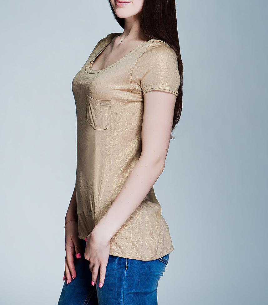 Футболка женская. 6010105160101051 730-pebble beigeСтильная женская футболка Broadway свободного кроя выполнена из высококачественного материала. Модель с короткими рукавами и круглым вырезом горловины дополнена на груди небольшим накладным карманом. Вискоза является волокном, произведенным из натурального материала - целлюлозы (древесины). Иногда ее называют древесный шелк. Эта ткань на ощупь мягкая и приятная, образует красивые складки. Материал очень хорошо впитывает влагу, не образует катышек со временем, не выцветает на солнце и обладает приятным шелковистым блеском. В такой футболке вы будете выглядеть изящно и грациозно.