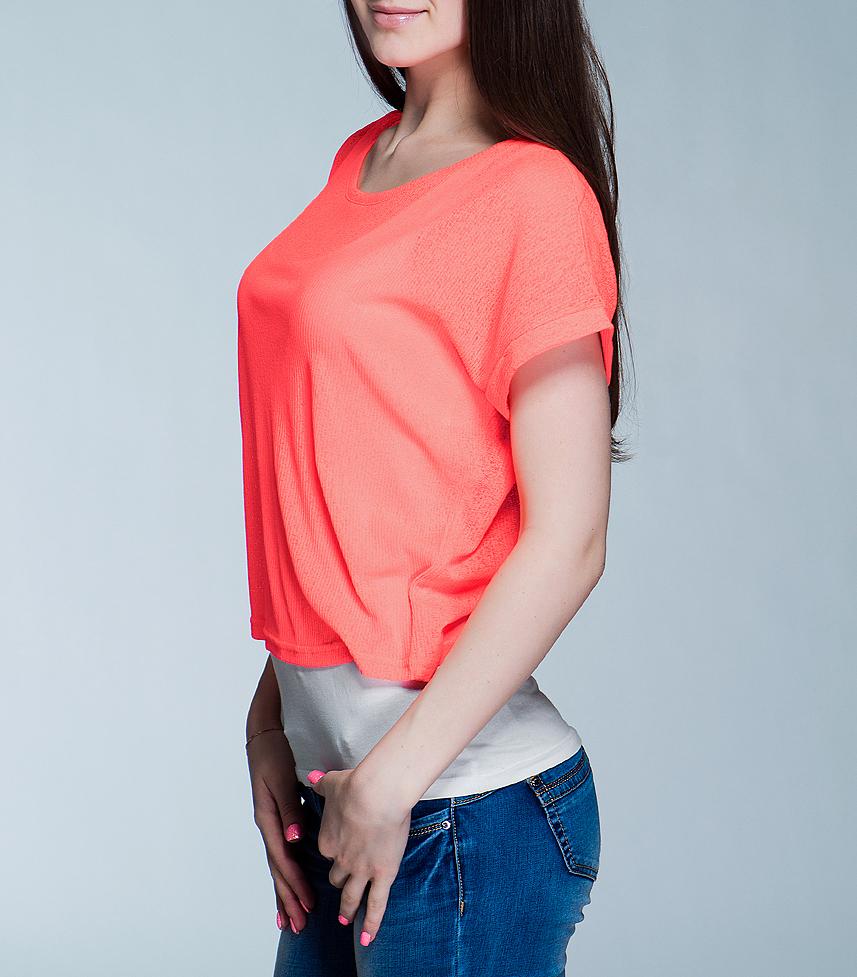 Футболка101093Стильная женская футболка ICHI, выполненная из высококачественного материала, обладает высокой теплопроводностью, воздухопроницаемостью и гигроскопичностью, позволяет коже дышать. Модель свободного кроя с короткими рукавами и круглым вырезом горловины - идеальный вариант для создания образа в стиле Casual. Такая модель будет дарить вам комфорт в течение всего дня и послужит замечательным дополнением к вашему гардеробу.