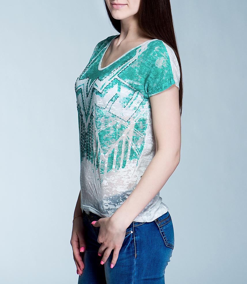 Футболка10151288 01D-offwhite/644Симпатичная женская футболка Broadway, выполненная из высококачественного материала, обладает высокой теплопроводностью, воздухопроницаемостью и гигроскопичностью, позволяет коже дышать. Модель свободного кроя с короткими рукавами и V-образным вырезом горловины - идеальный вариант для создания образа в стиле Casual. Футболка оформлена оригинальным узором и расшита стеклярусом. Такая модель будет дарить вам комфорт в течение всего дня и послужит замечательным дополнением к вашему гардеробу.