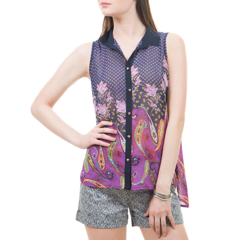 БлузкаBsl-112/059-425Стильная женская блуза выполнена из полупрозрачного легкого материала с ярким орнаментом. Модель с удлиненной спинкой, с отложным воротником и боковыми разрезами. Изделие свободного кроя без рукавов, застегивается на пуговицы по всей длине. Такая модель будет дарить вам комфорт в течение всего дня и послужит замечательным дополнением к вашему гардеробу.