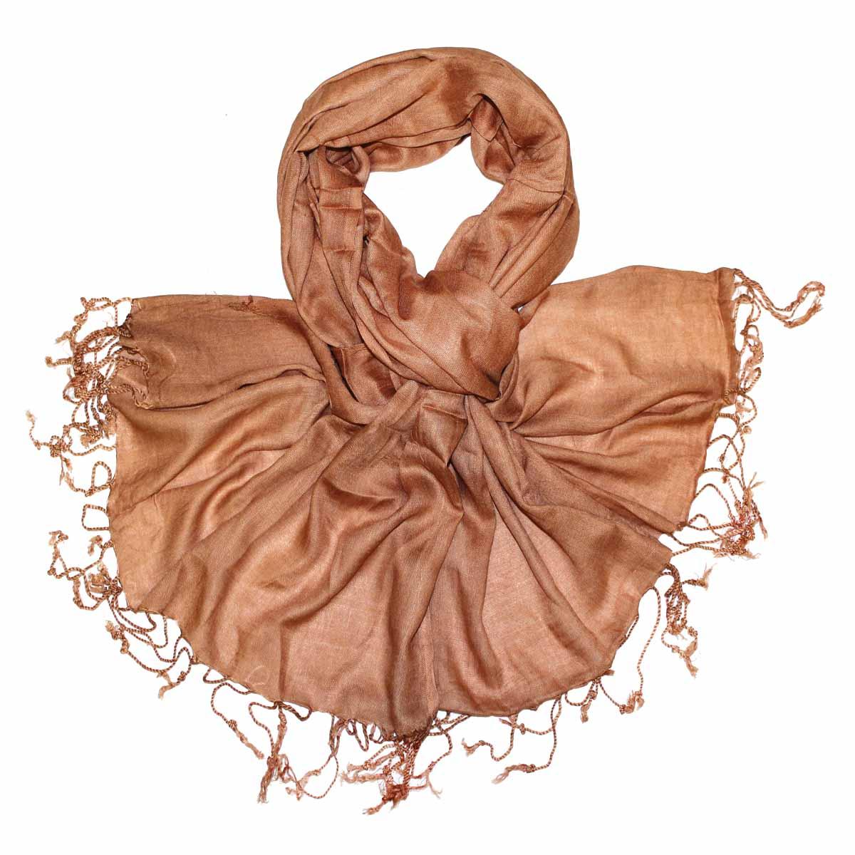 Шарф женский. 626050626050Элегантный шарф из вискозы станет изысканным нарядным аксессуаром, который призван подчеркнуть индивидуальность и очарование женщины. Шарф по краю декорирован кистями. Этот модный аксессуар женского гардероба гармонично дополнит образ современной женщины, следящей за своим имиджем и стремящейся всегда оставаться стильной и элегантной. В этом шарфе вы всегда будете выглядеть женственной и привлекательной.