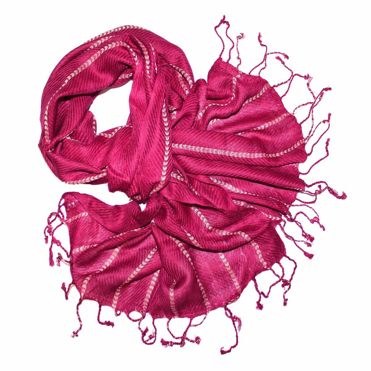 Шарф241065Элегантный шарф из вискозы станет изысканным нарядным аксессуаром, который призван подчеркнуть индивидуальность и очарование женщины. Шарф по краям оформлен кистями. Этот модный аксессуар женского гардероба гармонично дополнит образ современной женщины, следящей за своим имиджем и стремящейся всегда оставаться стильной и элегантной. В этом шарфе вы всегда будете выглядеть женственной и привлекательной.