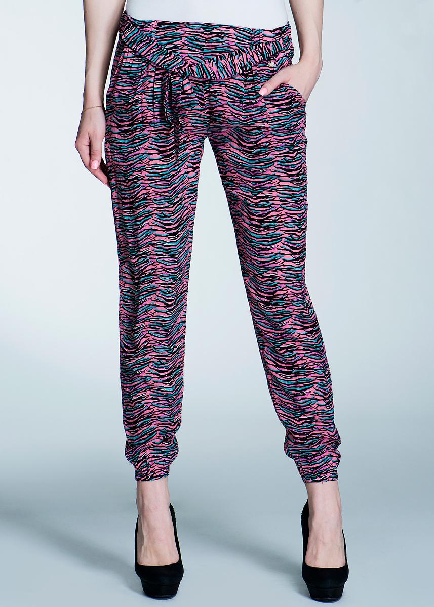 Брюки женские. PL210634PL210634Стильные женские брюки Pepe Jeans изготовлены из вискозы. Они не сковывают движения, позволяют коже дышать и при этом очень практичные. Модель прямого кроя с поясом и вставкой из резинки. Брюки дополнены боковыми карманами и завязками на поясе. Эти оригинальные брюки послужат отличным дополнением к вашему гардеробу!